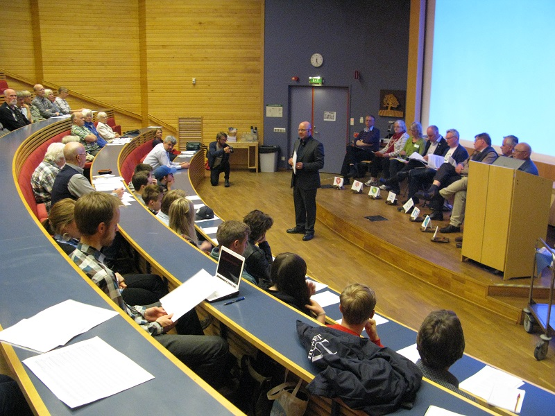Paneldebbaten 8 maj i Carlsund Utbildningscenter